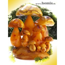 Bernstein-Pilzgruppe, Unikat, milchig-weiß, mit gelber Patina